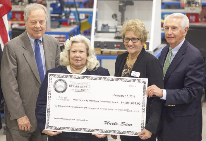 From left, Rep. Ed Whitfield, R-Ky., West Kentucky Workforce Investment Board director Sheila Clark, West Kentucky Community and Technical College president Barbara Veazey, and Gov. Steve Beshear, hold an oversize check for $4,598,681 from the Department of Labor to the WKWIB in 2015 at the WKCTC Emerging Technology Building in Paducah, Ky. The federal grant money was targeted to assist workers and families affected by the closing of the Paducah Gaseous Diffusion Plant. (Photo: John Paul Henry/The Paducah Sun via AP)