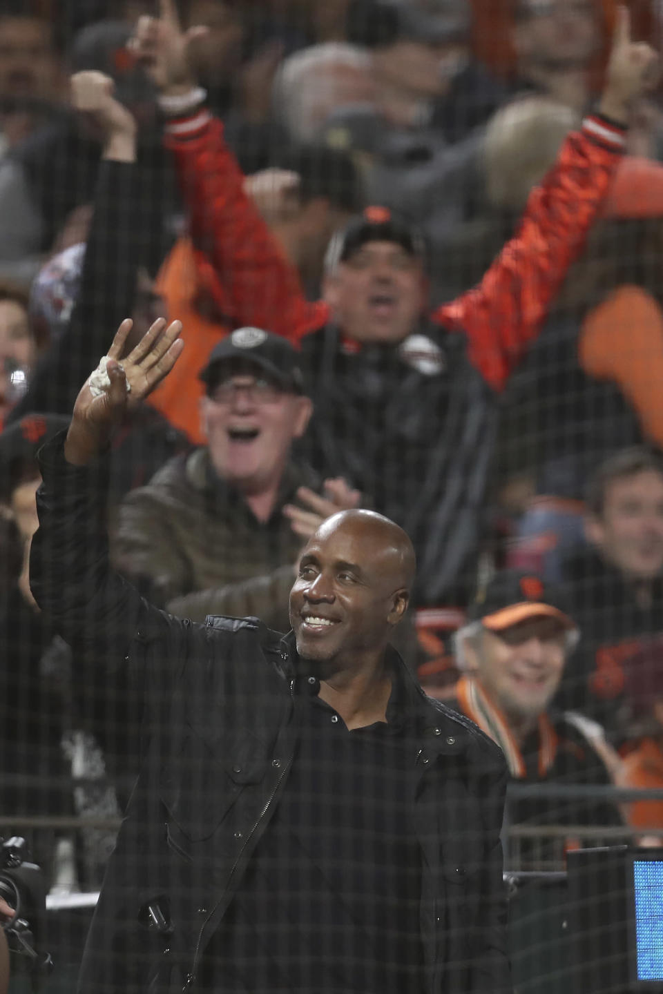 Former baseball player Barry Bonds waves during Game 1 of a baseball National League Division Series between the San Francisco Giants and the Los Angeles Dodgers Friday, Oct. 8, 2021, in San Francisco. (AP Photo/Jed Jacobsohn)