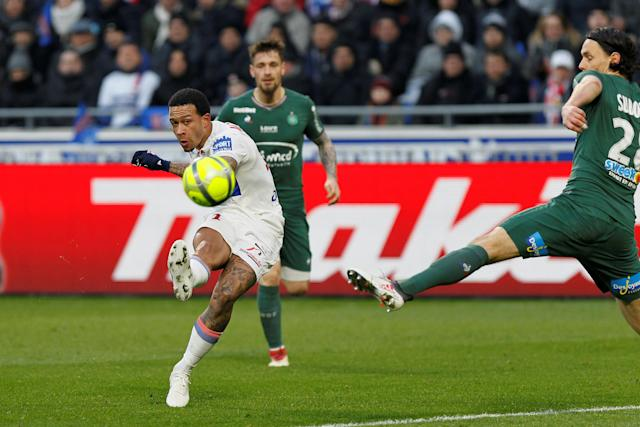Soccer Football - Ligue 1 - Olympique Lyonnais vs Saint-Etienne - Groupama Stadium, Lyon, France - February 25, 2018 Lyon's Memphis Depay shoots at goal REUTERS/Emmanuel Foudrot