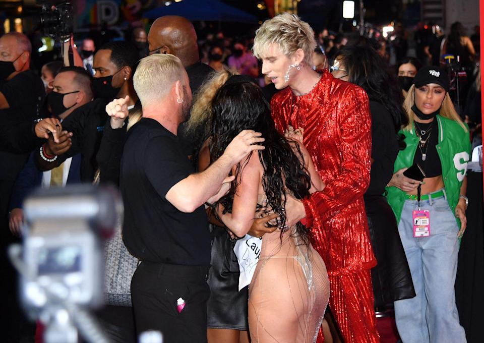 US rapper Machine Gun Kelly and US actress Megan Fox arrive for the 2021 MTV Video Music Awards at Barclays Center in Brooklyn, New York, September 12, 2021. (Photo by ANGELA WEISS / AFP) (Photo by ANGELA WEISS/AFP via Getty Images)