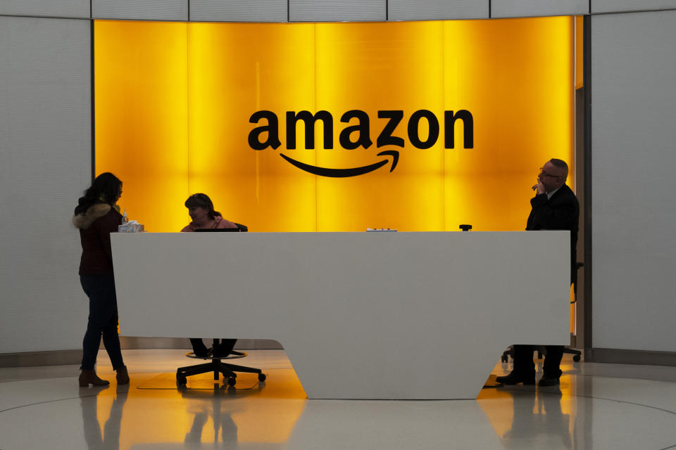 Entrada de una de las oficinas de Amazon en Nueva York. (AP Photo/Mark Lennihan)