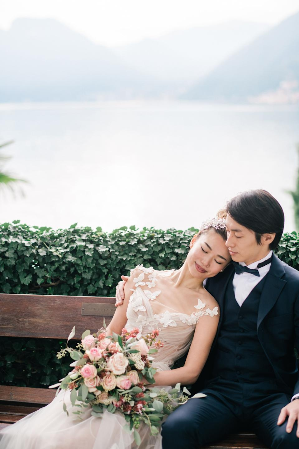 """Due to travel restrictions, their loved ones were unable to fly in from Japan for the occasion. (Photo: <a href=""""https://www.manisolwedding.com/"""" target=""""_blank"""">ManiSol Wedding </a>)"""