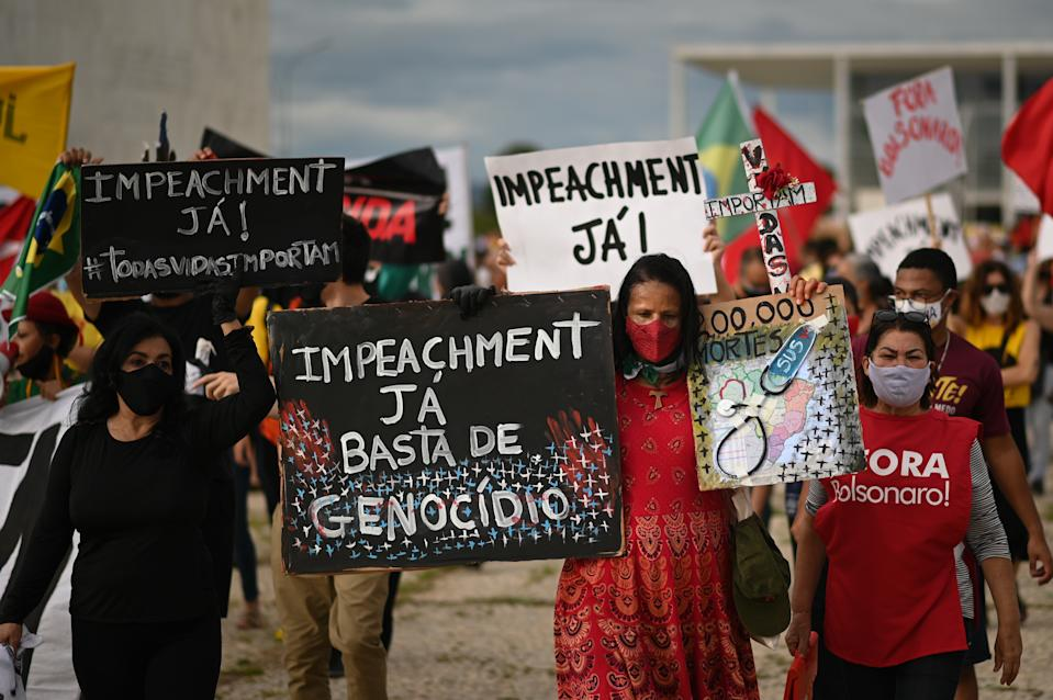 BRASILIA, BRAZIL -JANUARY17:  Demonstrators attend a protest in favor of Brazil's President Jair Bolsonaro's impeachment in front of the headquarters of Planalto Palace amidst the Coronavirus (COVID - 19) pandemic on January 17, 2021 in Brasilia.Brazil has over 8.455,000 confirmed positive cases of Coronavirus and has over 209,296 deaths. (Photo by Andre Borges/Getty Images)