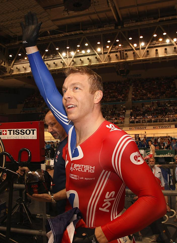 MELBOURNE, AUSTRALIA - APRIL 08:  Chris Hoy of Great Britain waves to the crowd after winning the Men's Keirin during day five of the 2012 UCI Track Cycling World Championships at Hisense Arena on April 8, 2012 in Melbourne, Australia.  (Photo by Quinn Rooney/Getty Images)