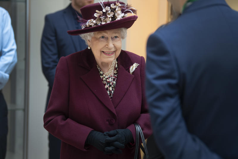 LONDON, UNITED KINGDOM - FEBRUARY 25: Queen Elizabeth II talks with MI5 officers during a visit to the headquarters of MI5 at Thames House on February 25, 2020 in London, England. MI5 is the United Kingdom's domestic counter-intelligence and security agency. (Photo by Victoria Jones - WPA Pool/Getty Images)