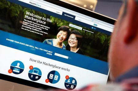 FILE PHOTO: A man looks over the Affordable Care Act (commonly known as Obamacare) signup page on the HealthCare.gov website in New York in this October 2, 2013 photo illustration.  REUTERS/Mike Segar/File Photo