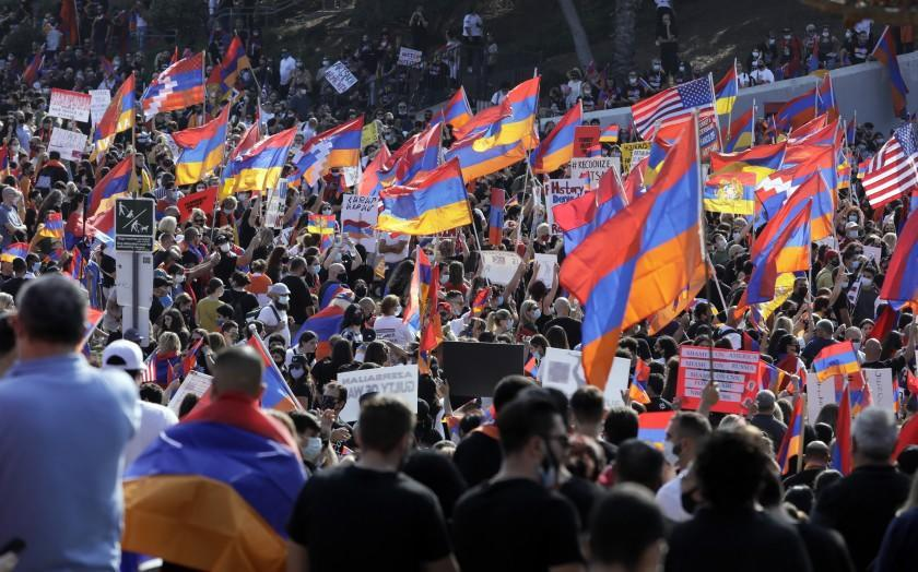 LOS ANGELES, CA - OCTOBER 11: Thousands from the Armenian community gathered at Pan Pacific Park in Los Angeles to denounce the military aggression by Turkey and Azerbaijan against Armenians in Artsakh. Photographed on Sunday, Oct. 11, 2020 in Los Angeles, CA. (Myung J. Chun / Los Angeles Times)