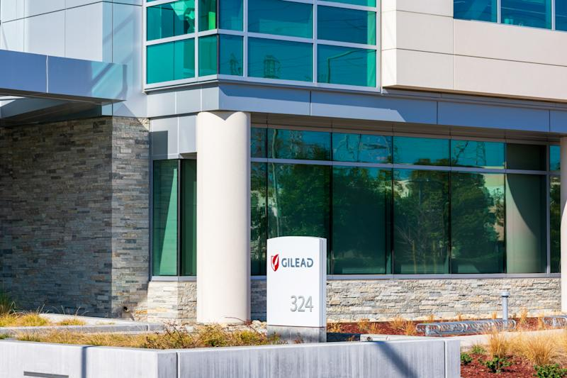 Gilead sign at headquarters in Silicon Valley. Gilead Sciences, Inc. is an American biotechnology company that researches, develops and commercializes drugs - Foster City, California, USA - 2020