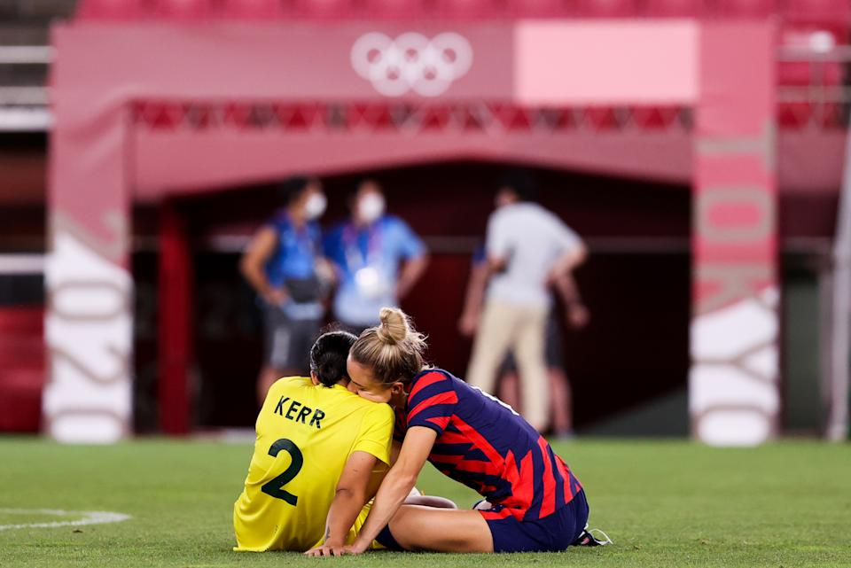 KASHIMA, JAPAN - AUGUST 05: Kristie Mewis #6 of United States embraces Sam Kerr #2 of Australia after the Olympic football bronze medal match between United States and Australia at Kashima Stadium on August 05, 2021 in Kashima, Ibaraki, Japan. (Photo by Zhizhao Wu/Getty Images)