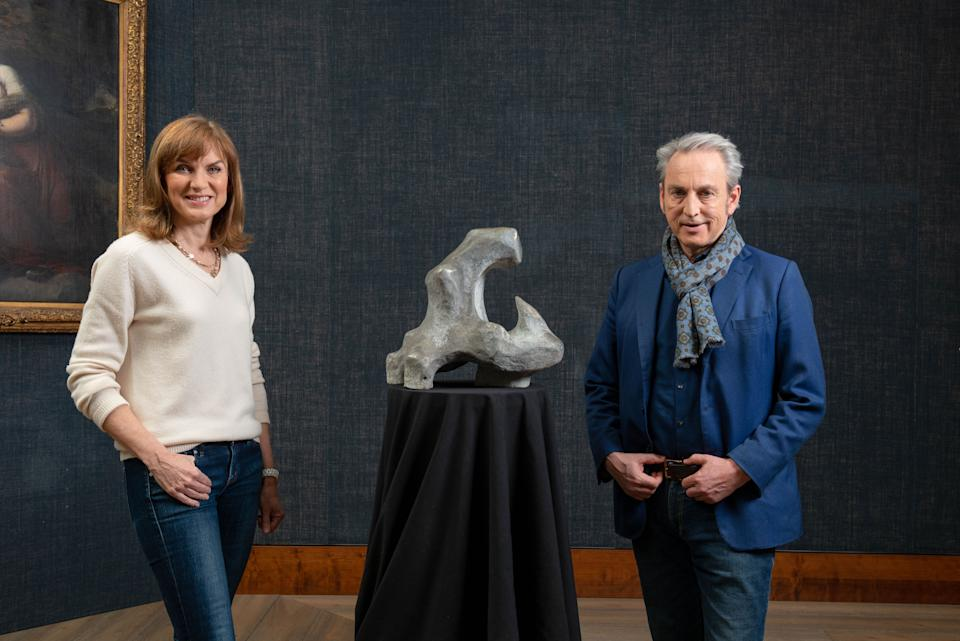 Fiona Bruce and Philip Mould with a sculpture, possibly by Henry Moore. (BBC Studios/Ben Fitzpatrick)