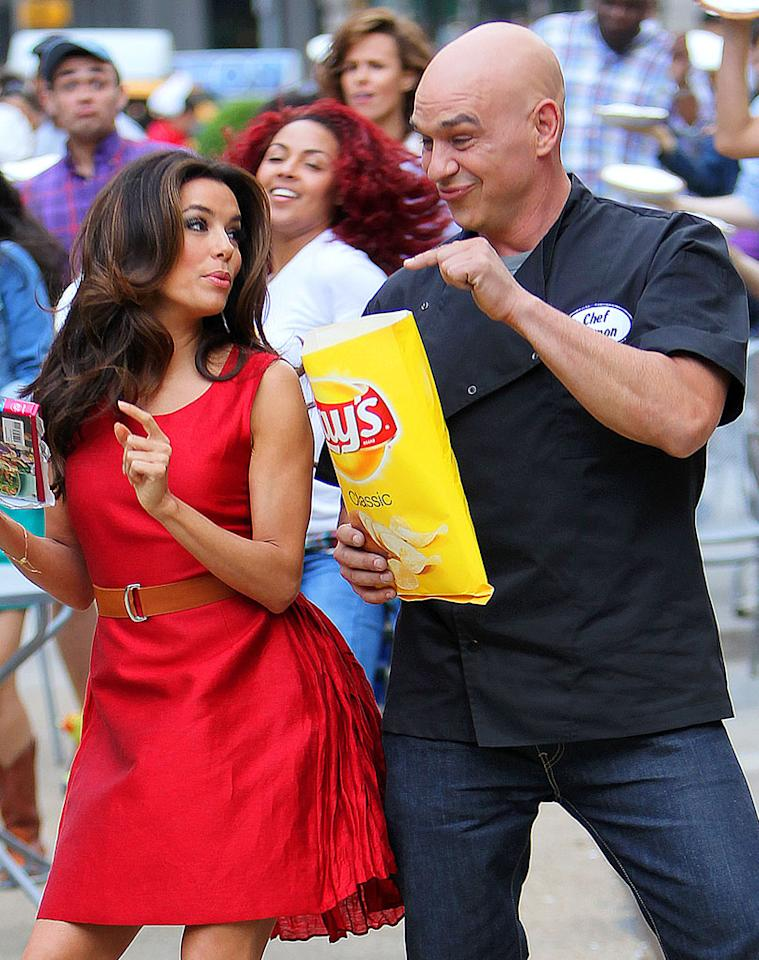 She doesn't look like she spends much time eating potato chips, but Eva Longoria was happily hawking them on Monday as she shot a Lay's commercial in Manhattan with celebrity chef Michael Symon. (6/4/2012)
