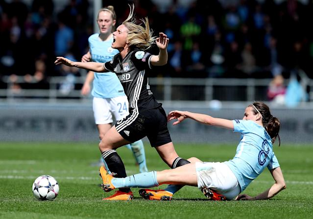 Soccer Football - Women's Champions League Semi-Final First Leg - Manchester City v Olympique Lyonnais - Academy Stadium, Manchester, Britain - April 22, 2018 Olympique Lyonnais' Amandine Henry in action with Manchester City's Jill Scott Action Images via Reuters/John Clifton TPX IMAGES OF THE DAY