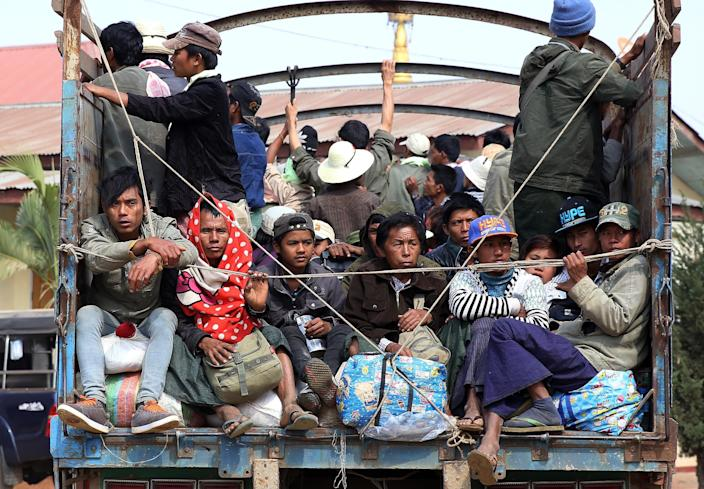 People flee conflict areas near the Myanmar-China border aboard a truck on February 15, 2015, with escalating clashes between Myanmar's army and ethnic Kokang fighters killing dozens of rebels (AFP Photo/STR)