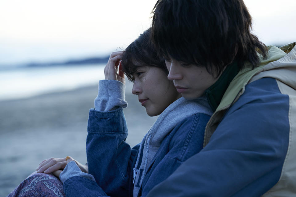 Starring Masaki Suda as Mugi and Kasumi Arimura as Kinu, We Made A Beautiful Bouquet illustrates a bittersweet love story between the two. (Photo: Golden Village Pictures)