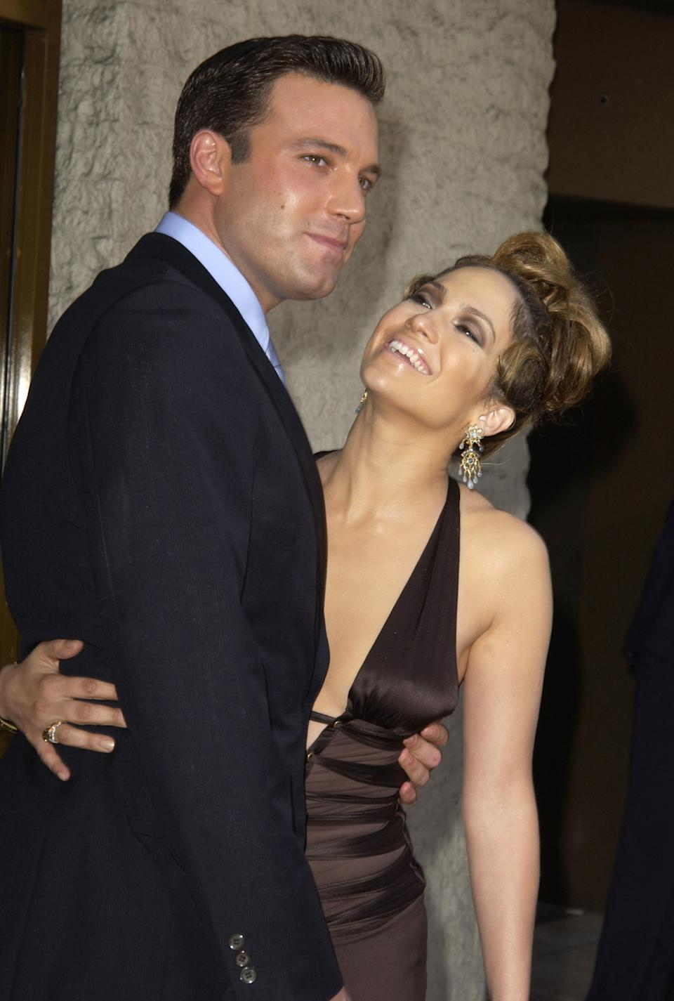 """<p>""""He's looking away although there's a lot of physical contact, he's holding her. She's looking up, she wants to get his attention, she's just so enamored, crazy about him."""" - Dr. Lillian Glass, body language expert (Photo by SGranitz/WireImage)</p>"""