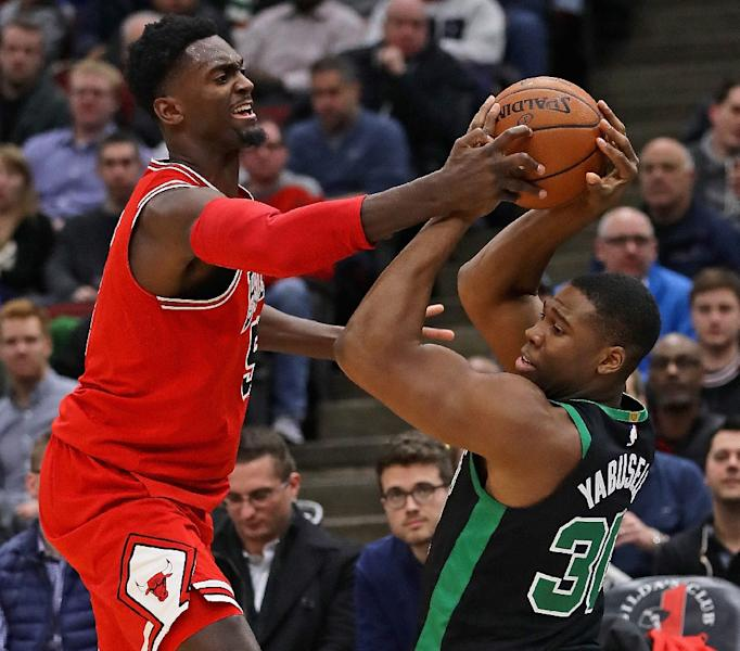 Bobby Portis (L) of the Chicago Bulls and Guerschon Yabusele of the Boston Celtics battle for the ball at the United Center (AFP Photo/JONATHAN DANIEL)