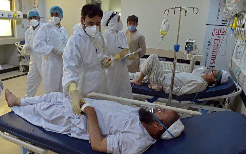 Medical personnel treat Covid-19 coronavirus patients at the intensive care unit (ICU) of the Muhammed Ali Jinnah hospital in Kabul - WAKIL KOHSAR/AFP