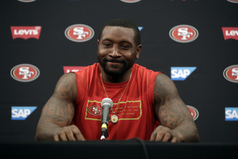 Colts should show interest in LB Navorro Bowman