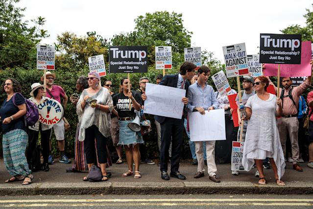 <p>Pro and anti-Donald Trump protesters demonstrate outside Winfield House, the London residence of US ambassador Woody Johnson, where US President Donald Trump and first lady Melania Trump are staying tonight on July 12, 2018 in London, Britain. (Photo: Jack Taylor/Getty Images) </p>