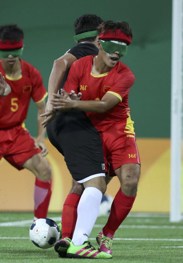 2016 Rio Paralympics - Football Soccer - Men's 5-a-side Preliminaries Pool B - China v Mexico - Olympic Tennis Centre - Rio de Janeiro, Brazil - 11/09/2016. Jorge Lanzagorta (MEX) in action with Zhang Lijing (CHN) of China. REUTERS/Ueslei Marcelino FOR EDITORIAL USE ONLY, NOT FOR SALE FOR MARKETING OR ADVERTISING CAMPAIGNS.