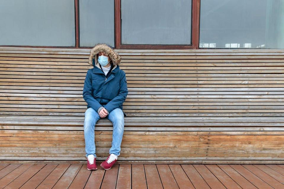 "<span class=""caption"">shutterstock</span> <span class=""attribution""><a class=""link rapid-noclick-resp"" href=""https://www.shutterstock.com/es/image-photo/sick-man-hood-sitting-alone-on-1672663846"" rel=""nofollow noopener"" target=""_blank"" data-ylk=""slk:Shutterstock"">Shutterstock</a></span>"