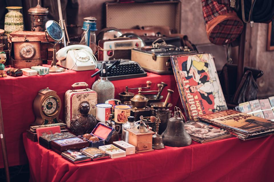When it comes to clutter, it's all about vintage finds. (Getty Images)