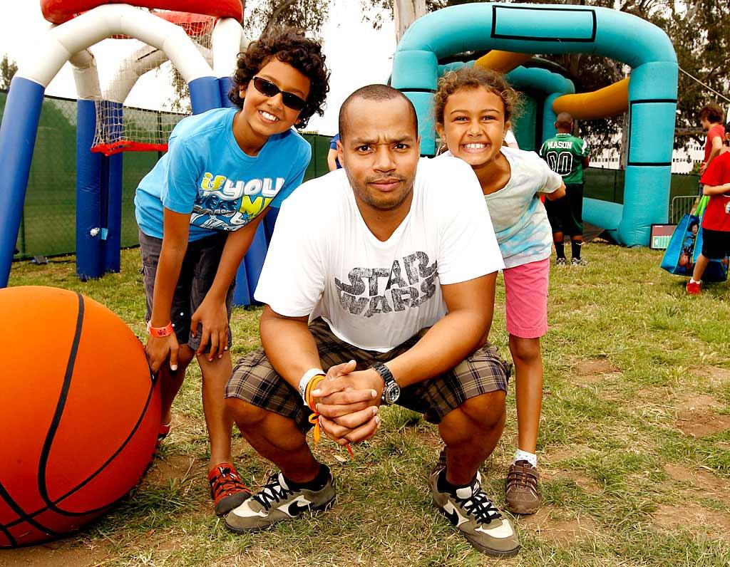 """""""Scrubs"""" actor Donald Faison played it straight at the charity event while his 10-year-old twins, Dade and Kaya, were all smiles. Christopher Polk/<a href=""""http://www.gettyimages.com/"""" target=""""new"""">GettyImages.com</a> - June 13, 2010"""