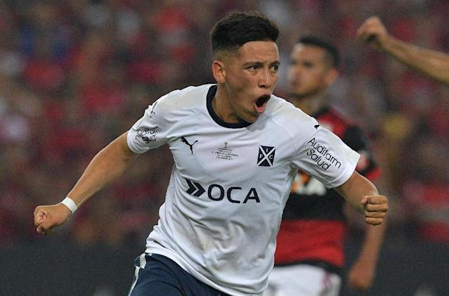 Ezequiel Barco of Argentina's Independiente celebrates after scoring a penalty against Brazil's Flamengo during their Copa Sudamericana 2017 football final in Rio de Janeiro, on December 13, 2017 (AFP Photo/CARL DE SOUZA)