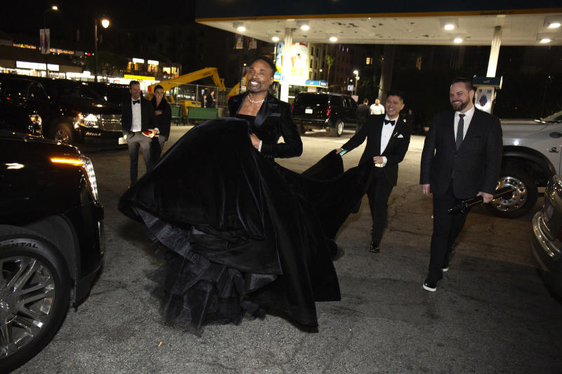 Getty Images—Santiago Felipe: Sam Ratelle carries Billy Porter's train during the 2019 Oscars.