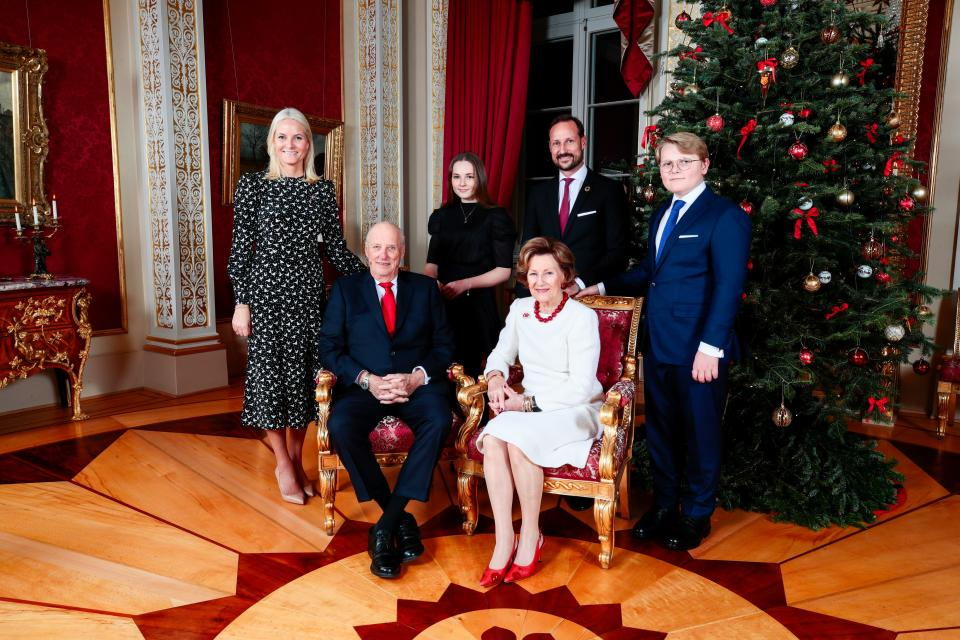 Crown Princess Mette-Marit, King Harald, Princess Ingrid Alexandra, Crown Prince Haakon, Queen Sonja and Prince Sverre Magnus pose for a picture next to the Christmas tree at the Royal Palace in Oslo on December 16, 2019. - The royal couple will celebrate Christmas at Kongseter together with Princess Martha, while the Crown Prince couple will spend Christmas in Uvdal. (Photo by Lise Åserud / NTB Scanpix / AFP) / Norway OUT (Photo by LISE ASERUD/NTB Scanpix/AFP via Getty Images)