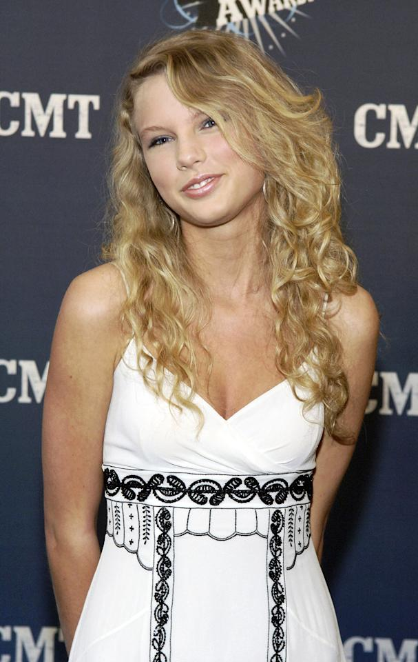 Even with hardly any styling and makeup, Golden Globe nominee Taylor Swift is girl-next-door adorable at one of her first events -- the 2006 CMT Music Awards.