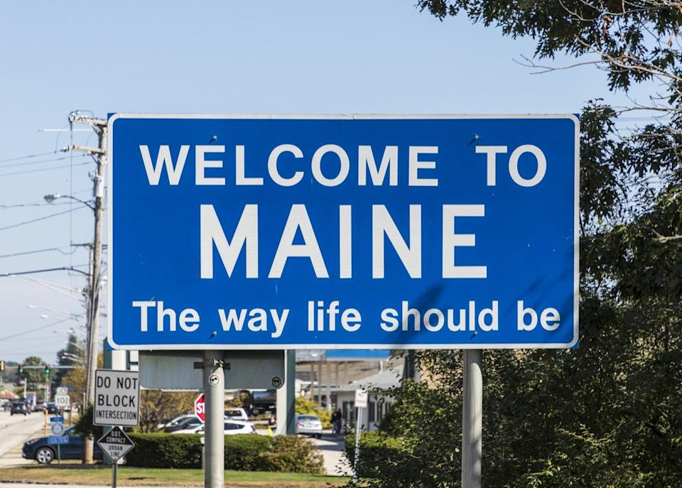 maine state welcome sign