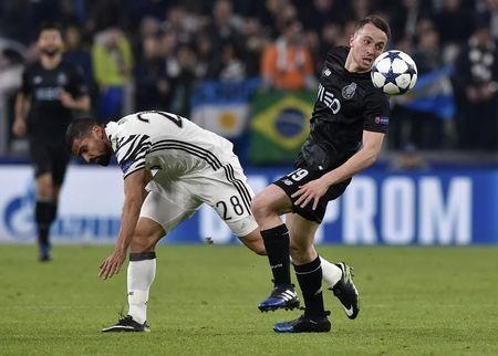 Soccer Football - Juventus v FC Porto - UEFA Champions League Round of 16 Second Leg - Juventus Stadium, Turin, Italy - 14/3/17 Juventus' Tomas Rincon in action with FC Porto's Diogo Jota Reuters / Giorgio Perottino Livepic