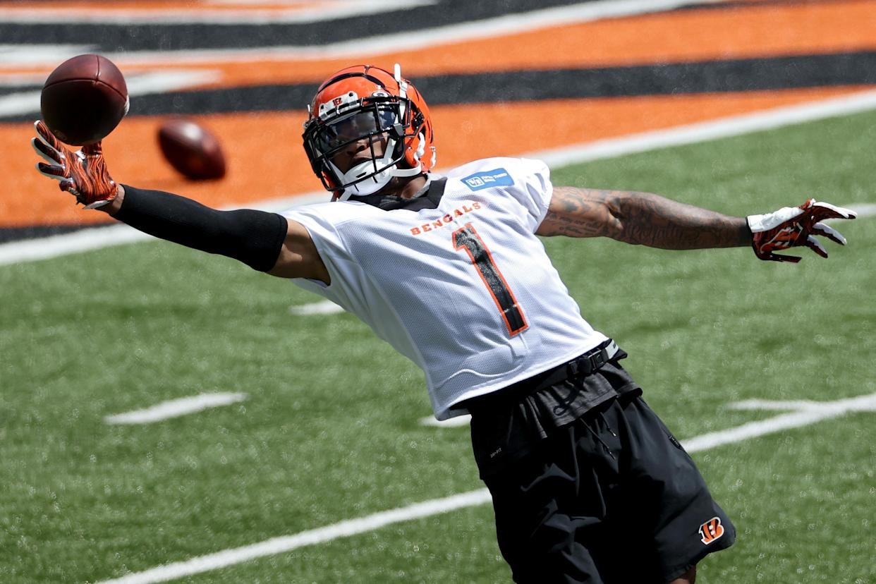 CINCINNATI, OHIO - JUNE 15: Ja'Marr Chase #1 of the Cincinnati Bengals participates in a drill during Mandatory Minicamp on June 15, 2021 in Cincinnati, Ohio. (Photo by Dylan Buell/Getty Images)