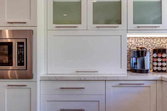 """<p>For those of you who have been fairly successful at completing projects, but still lack some of the finishing touches, make 2016 all about fine-tuning the details in your home. Maybe <a href=""""http://www.hgtv.com/design/rooms/living-and-dining-rooms/choosing-the-best-window-treatments-for-your-home-pictures?oc=PTNR-YahooRealEstate-HGTV-home_resolutions"""" rel=""""nofollow noopener"""" target=""""_blank"""" data-ylk=""""slk:add some curtains"""" class=""""link rapid-noclick-resp"""">add some curtains</a> to finish out a room or finally <a href=""""http://www.hgtv.com/remodel/interior-remodel/molding-and-trim-make-an-impact?oc=PTNR-YahooRealEstate-HGTV-home_resolutions"""" rel=""""nofollow noopener"""" target=""""_blank"""" data-ylk=""""slk:replace the trim"""" class=""""link rapid-noclick-resp"""">replace the trim</a> that you've been meaning to update. <a href=""""http://www.hgtv.com/remodel/kitchen-remodel/kitchen-cabinet-pulls?oc=PTNR-YahooRealEstate-HGTV-home_resolutions"""" rel=""""nofollow noopener"""" target=""""_blank"""" data-ylk=""""slk:Switching out cabinet pulls"""" class=""""link rapid-noclick-resp"""">Switching out cabinet pulls</a> or electrical switchplates is also a great way to fine-tune the details in your space. (Note: If you're a renter, simply save the existing pulls and switch plates so you can change them back before your lease is up.) Design by Jackson Design and Remodeling.</p>"""