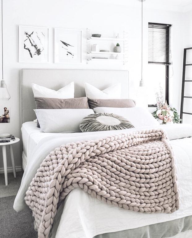 "<p>These are made with 'arm knitting' which promises to be far easier (and faster) than standard knitting. Find the tutorial <strong><a href=""https://www.thebudgetdecorator.com/easy-diy-chunky-throw-blankets/"" rel=""nofollow noopener"" target=""_blank"" data-ylk=""slk:here"" class=""link rapid-noclick-resp"">here</a></strong>.<br><em>[photo: thebudgetdecorator]</em> </p>"