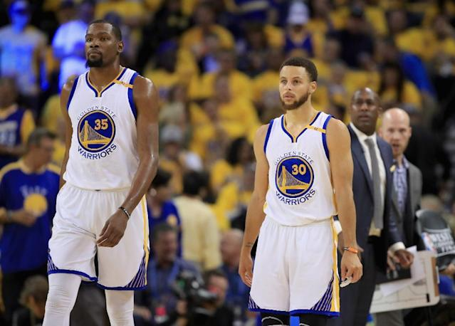 The partnership between Kevin Durant and Stephen Curry helps power the Golden State Warriors to a 4-0 victory over the San Antonio Spurs (AFP Photo/EZRA SHAW)