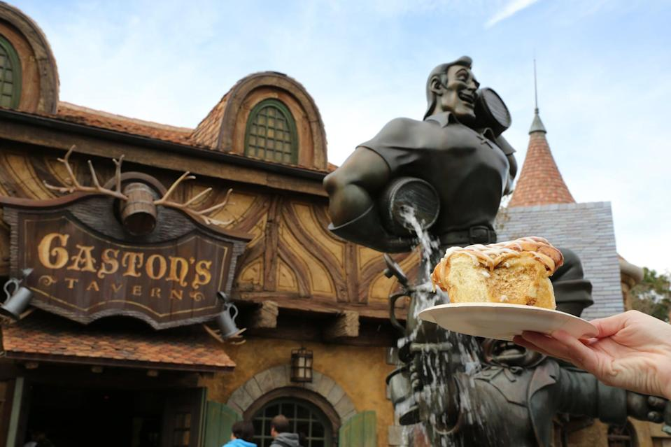"""<p>""""During the fall, Disney offers a <a href=""""http://www.disneytouristblog.com/disney-world-free-dining-dates/"""" class=""""link rapid-noclick-resp"""" rel=""""nofollow noopener"""" target=""""_blank"""" data-ylk=""""slk:Free Dining"""">Free Dining</a> promotion for certain ticket packages. This was first instituted in part to try and attract more tourists during hurricane season. Booking this package will add the Disney Dining Plan to your ticket at no extra charge."""" - <a href=""""http://www.quora.com/Ian-Stainbrook"""" class=""""link rapid-noclick-resp"""" rel=""""nofollow noopener"""" target=""""_blank"""" data-ylk=""""slk:Quora user Ian Stainbrook"""">Quora user Ian Stainbrook</a></p>"""