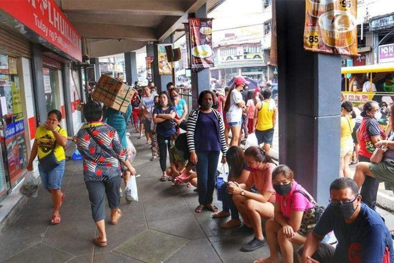 Quarantine anxiety creates long lines in Cebu