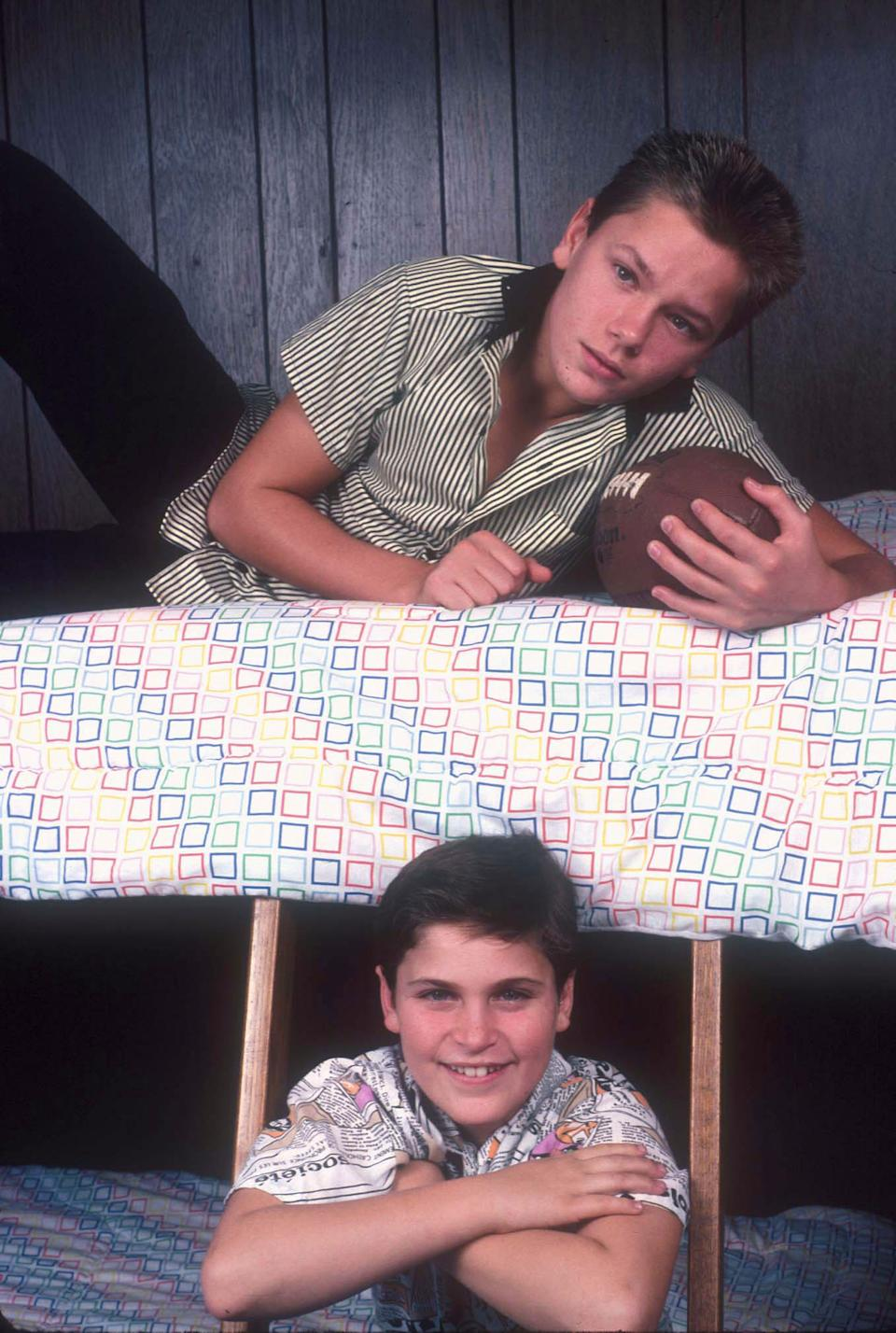 American actors Joaquin and River Phoenix in the bunk bed they shared at their home in Los Angeles, California, US, circa 1985. (Photo by Dianna Whitley/Getty Images)