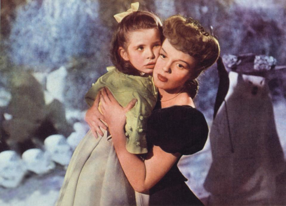 Margaret O'Brien and Judy Garland in the 1944 movie musical classic, 'Meet Me in St. Louis' (Photo: Courtesy Everett Collection)