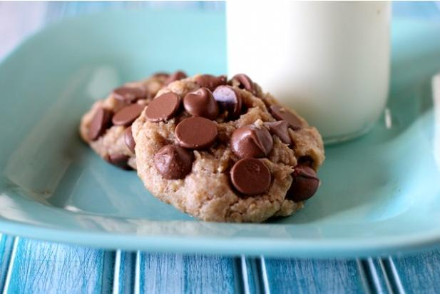 "<div class=""caption-credit""> Photo by: Brooke McLay</div><div class=""caption-title""></div><b>Easy Chocolate Chip Cookies with Coconut Oil</b> <br> Coconut oil replaces the butter in this delicious cookie recipe, reducing the fat while adding in the healthy benefits of coconut oil. <br> <a rel=""nofollow"" href=""http://www.babble.com/best-recipes/easy-chocolate-chip-cookies-made-with-coconut-oil/#more-78748"" target=""_blank""><i>Make Easy Chocolate Chip Cookies with Coconut Oil</i></a> <br> <b><i><a rel=""nofollow"" href=""http://www.babble.com/best-recipes/wheat-free-gluten-free-baking-10-delicious-recipes-2/?cmp=ELP