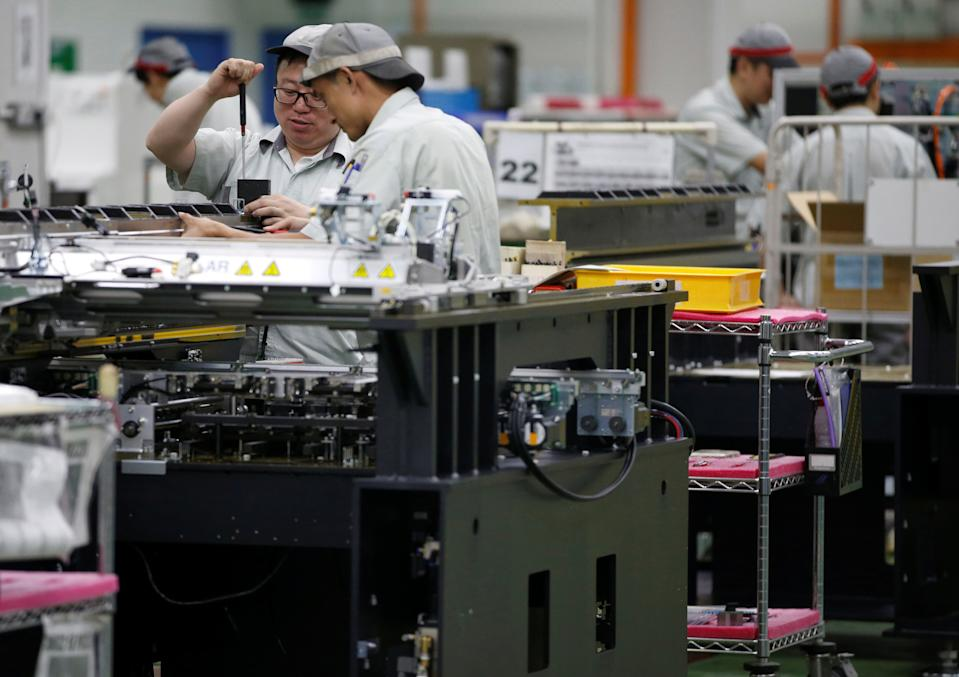 Singapore August manufacturing surges 13.7% y/y, beats forecasts