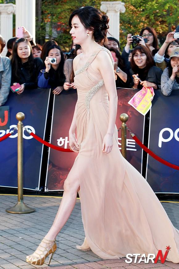 [Photo] Han Hyojoo showing up at Baeksang Arts Awards