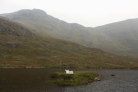 """A """"Yes"""" campaign poster is displayed on the Isle of Lewis in the Outer Hebrides September 13, 2014. REUTERS/Cathal McNaughton"""