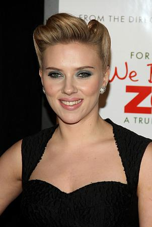 Johansson suspected friends leaked naked photos