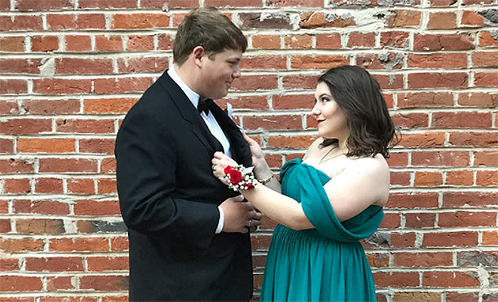 1bd69b318f56 Teens Re-Create Barack and Michelle Obama's Famous Outfits for Prom ...