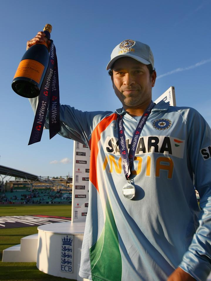 LONDON - SEPTEMBER 05:  Sachin Tendulkar of India with his man of the match award after the 6th NatWest ODI between England and India at the Oval on September 5, 2007 in London, England.  (Photo by Clive Rose/Getty Images)
