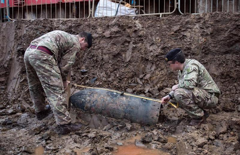Soldiers measure the bomb (Rupert Frere/MoD/Crown Copyright)