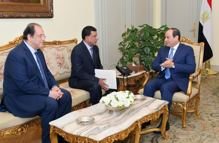 This handout picture released by the Egyptian presidency shows President Abdel Fattah al-Sisi (R) and intelligence chief Abbas Kamel (L) meeting Abu Bakr Mustafa, the new chief of Sudan's National Intelligence and Security Service
